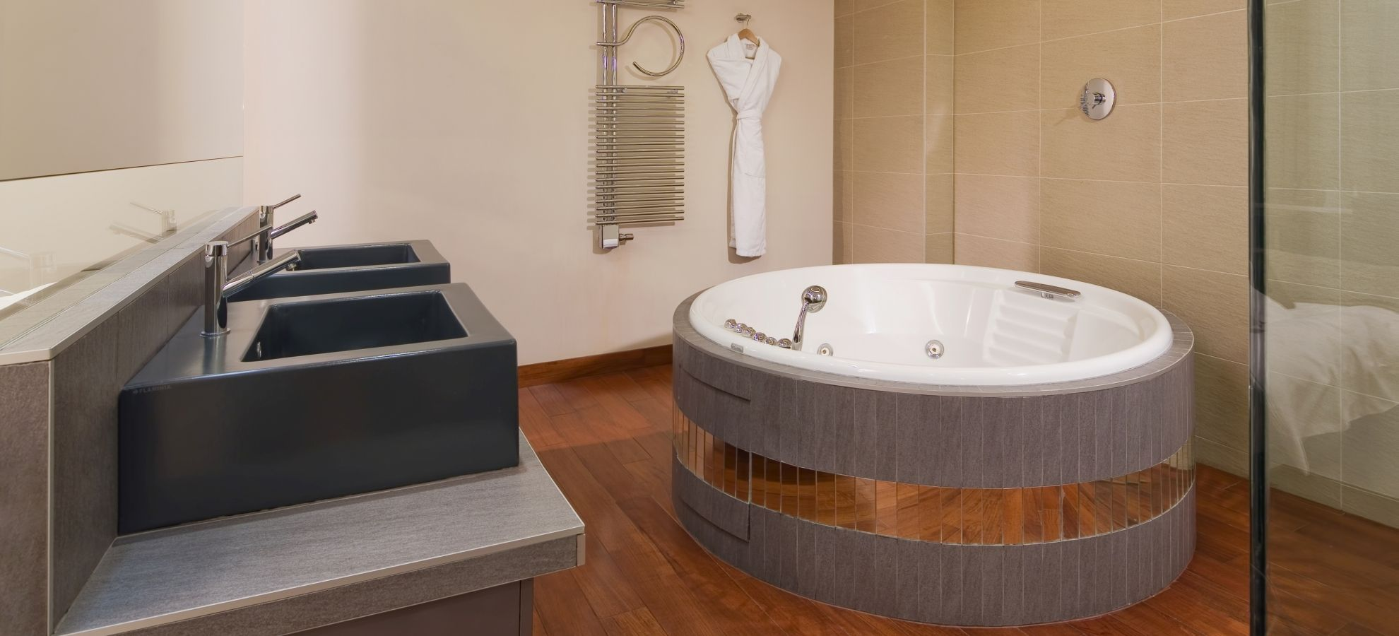 Mamaison-Hotel-Pokrovka-Moscow-One-bedroo-Exceptional-Suite-Bathroom.jpg