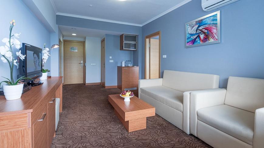 Стандарт-двухкомнатный-с-одной-двуспальной-кроватью-и-раскладным-диваном-(3).jpg
