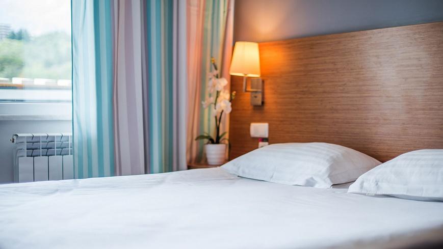 Стандарт-двухкомнатный-с-одной-двуспальной-кроватью-и-раскладным-диваном-(8).jpg