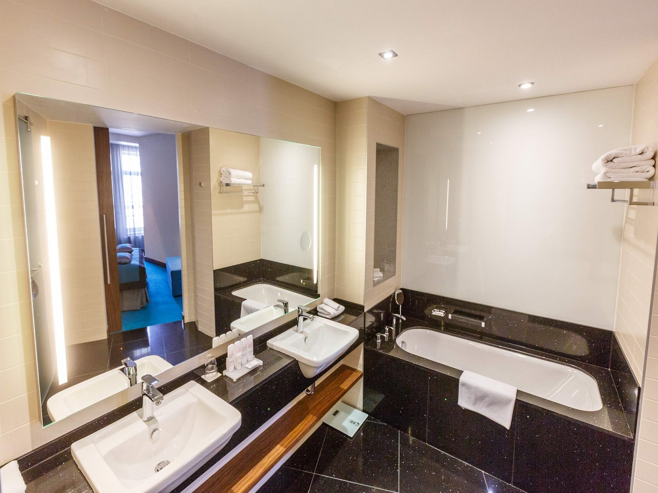 new-york-mansion-junior-suite-bathroom.jpg