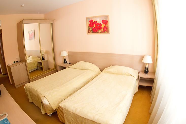 875938econom_room.jpg