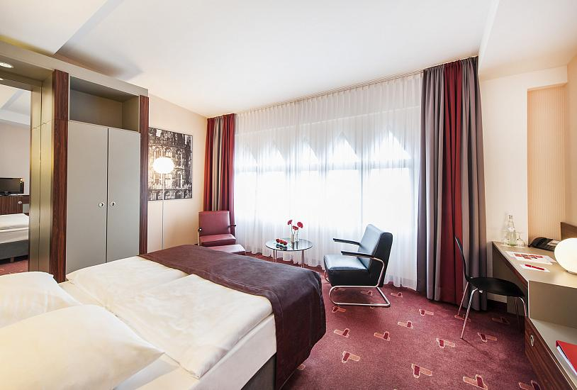 standard_double_bed_room_1.jpg