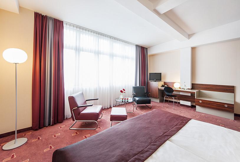 standard_double_bed_room_6.jpg