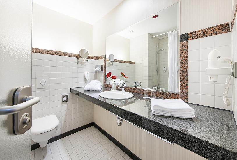 superior_double_bath_room_1.jpg