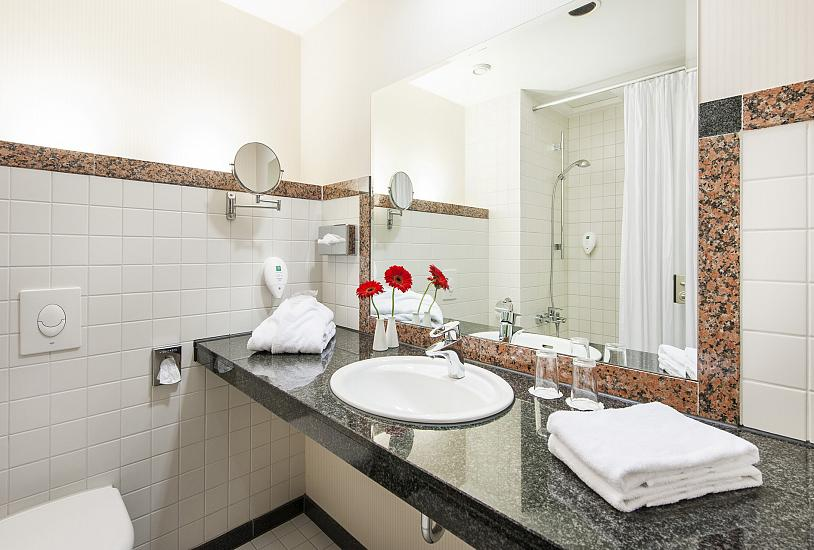 standard_double_bathroom_1.jpg