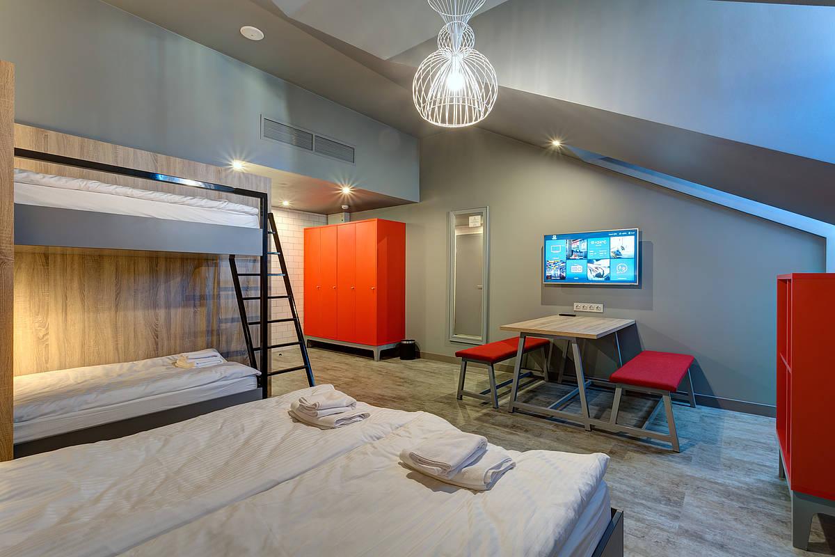 3450-meininger-hotel-st-petersburg-nikolsky-familienzimmer-b56a6d9.jpg
