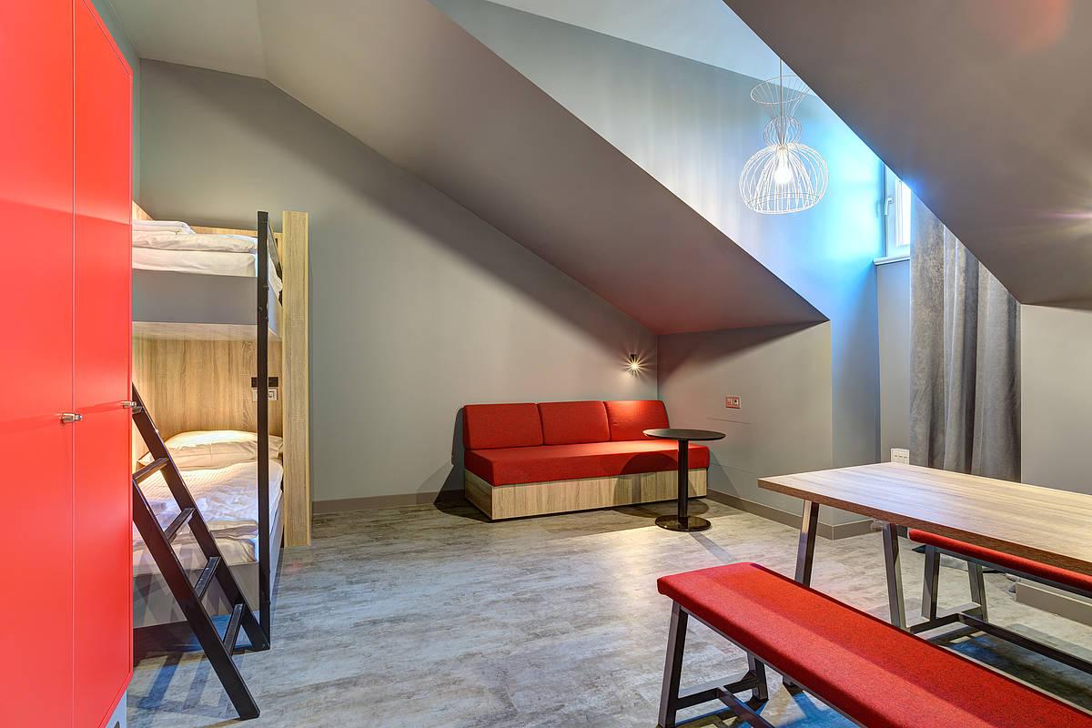 3452-meininger-hotel-st-petersburg-nikolsky-mehrbettzimmer-adf30c5.jpg