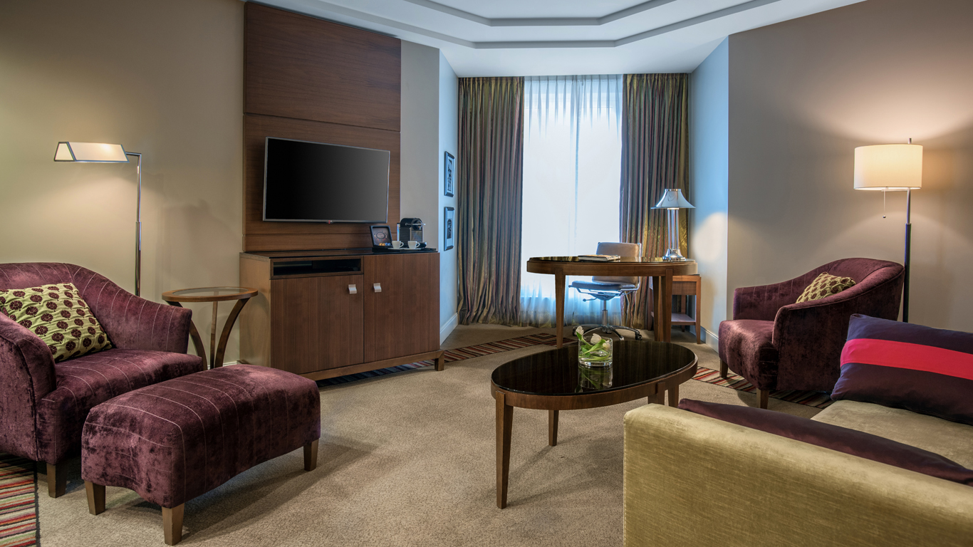 Corinthia_-_St-Petersburg_-_Accommodation_-_Rooms_-_Junior-Suite_-_Living_Room_-_1.jpg