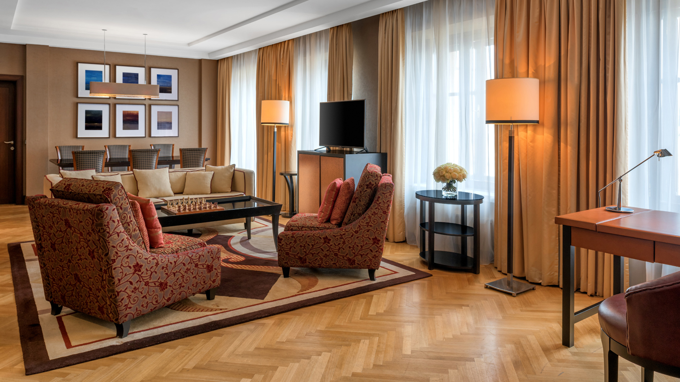 Corinthia_-_St-Petersburg_-_Accommodation_-_Rooms_-_Presidential-Suite_-_Living_Room_-_2 (1).jpg
