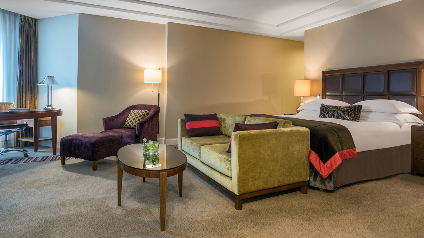 Corinthia_-_St-Petersburg_-_Accommodation_-_Rooms_-_Junior-Terrace-Suite_-_Bedroom_-_1.jpg