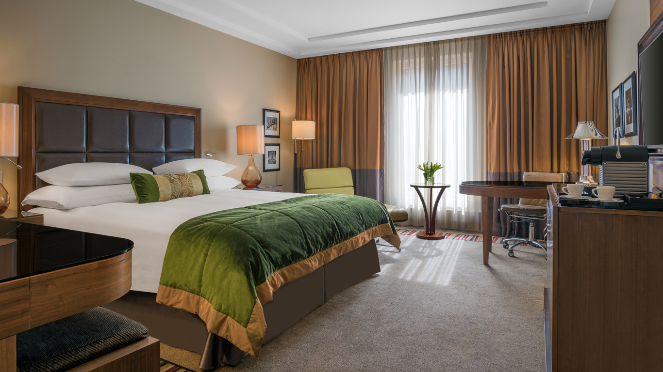Corinthia_-_St-Petersburg_-_Accommodation_-_Rooms_-_Executive-Room_-_Bedroom_-_1.jpg