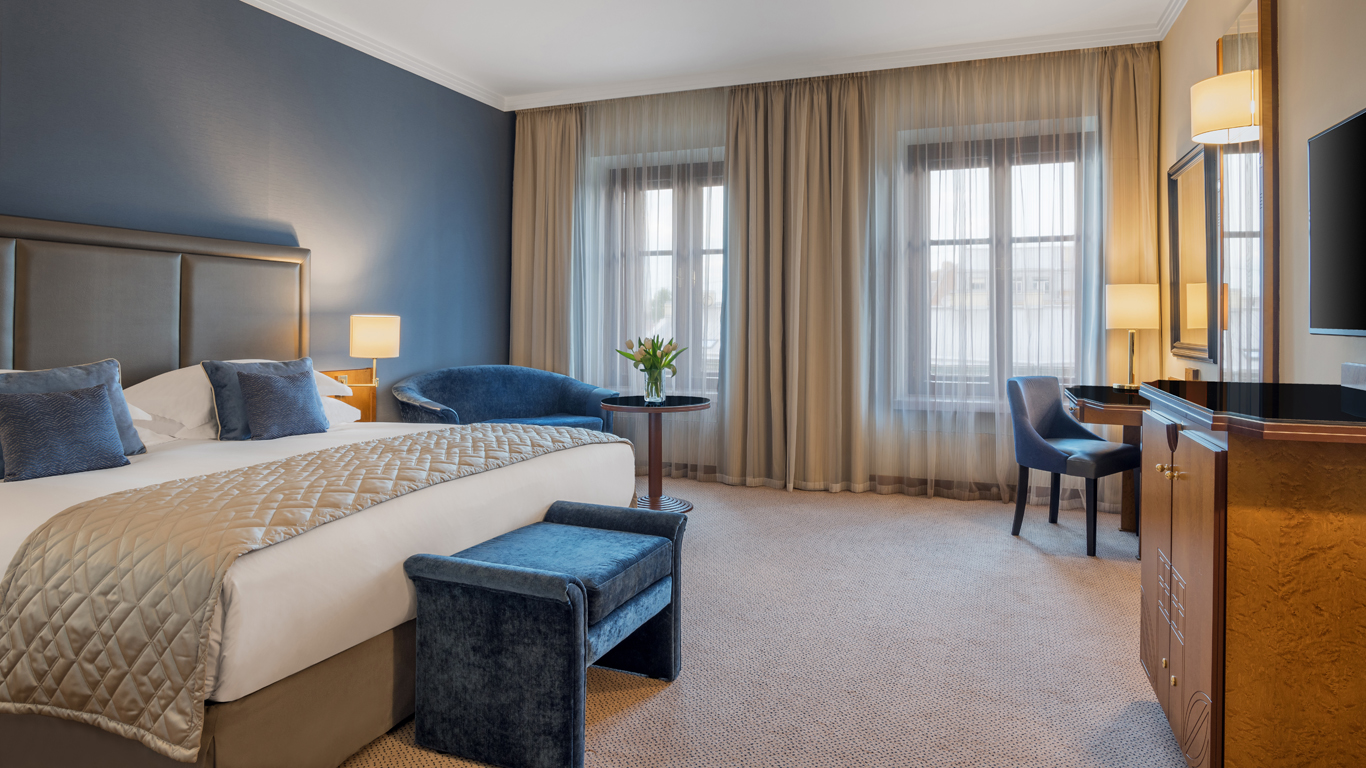 Corinthia_-_St-Petersburg_-_Accommodation_-_Rooms_-_Grand_Deluxe-City-View_-_King_-_1.jpg