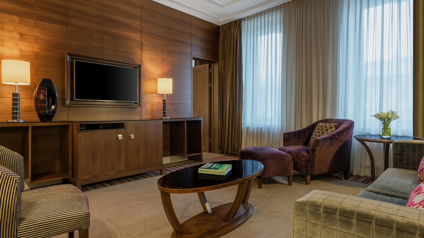 Corinthia_-_St-Petersburg_-_Accommodation_-_Rooms_-_Nevsky-Suite_-_Living-Room_v2.jpg